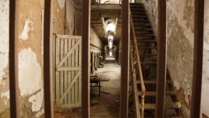 prison-451445_1280